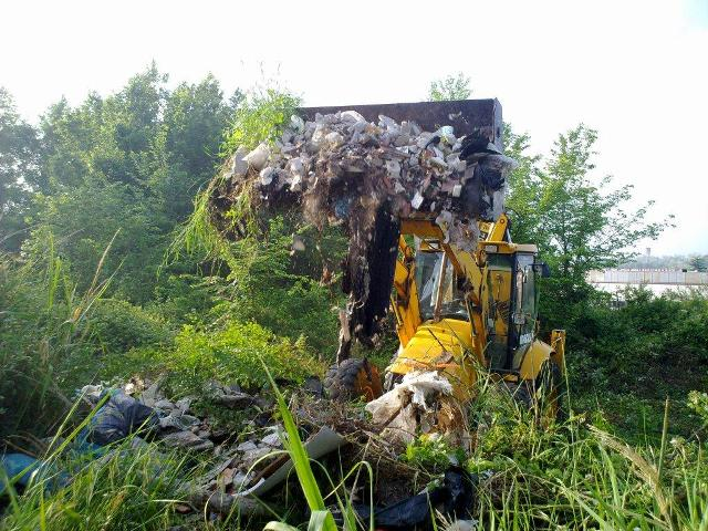 Rimosse 250 tonnellate di rifiuti da area verde degradata in via di Bravetta