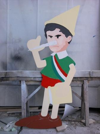 Consegna pupazzo Pinocchio ad Alemanno