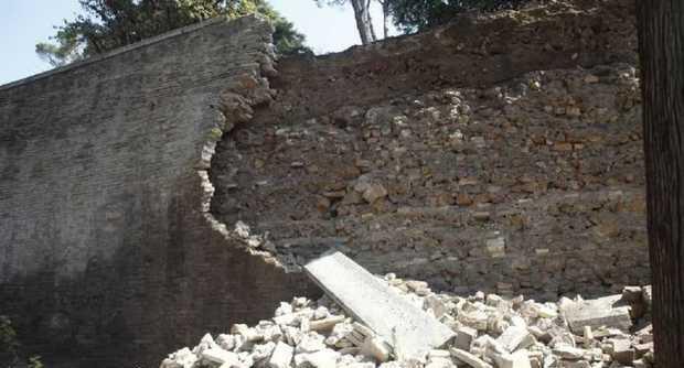 Crolla muro al Pincio
