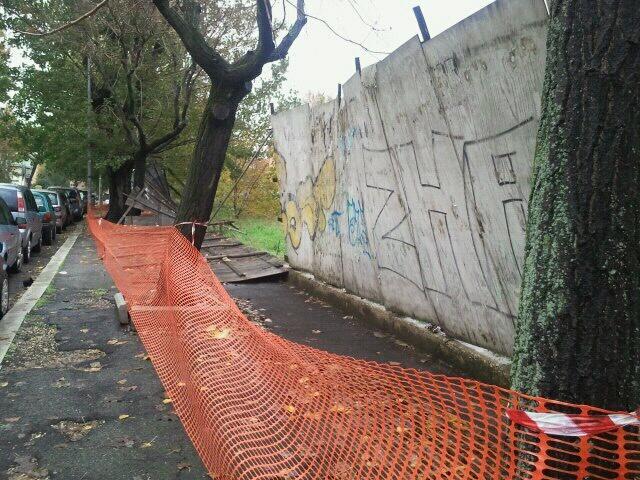San Paolo, crolla recinzione edificio abbandonato