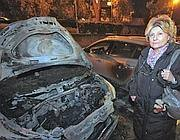 Denuncia gli scandali delle case popolari Ater e le bruciano l'auto