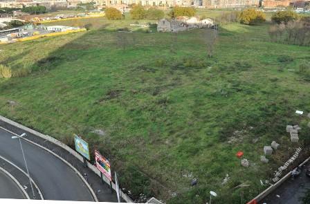 Muro di cinta a ridosso del Parco Somaini