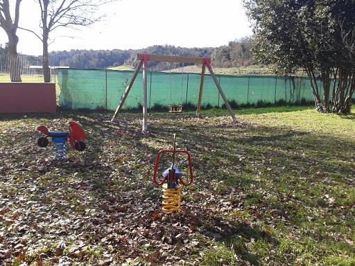 Trigoria, nuova area giochi nel giardino della materna Betulla Magica