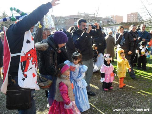 Pioggia di coriandoli al Carnevale di Tor Tre Teste