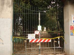 Il Parco Ex Snia chiuso al pubblico per la caduta di alcuni pini secolari