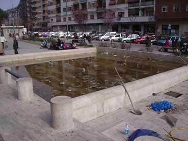 La fontana dell'inciviltà a largo Agosta