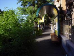 Via Portuense: fermate dell'autobus abbandonate
