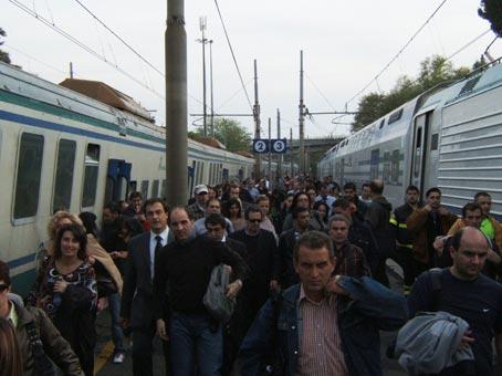 700.000 pendolari in macchina ogni giorno verso Roma e niente treni