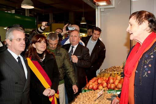 Scajola e Alemanno inaugurano il mercato trionfale