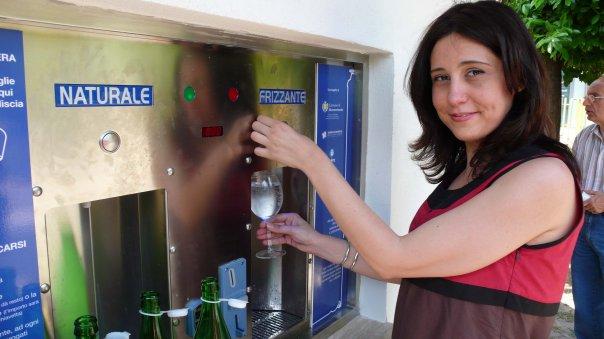 Dalla fontana di Monterotondo esce acqua filtrata, refrigerata, liscia o gasata
