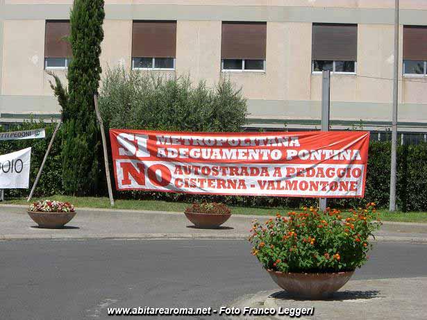I 'No Corridoio' davanti alla Regione Lazio contro l'autostrada Roma-Latina
