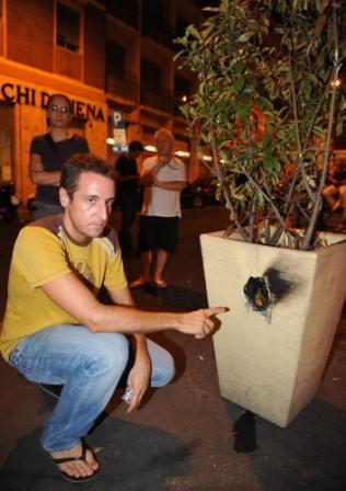 Bombe carta sulla gay street