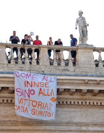 Notte sul tetto dei Musei Capitolini per gli ex occupanti del Regina Elena