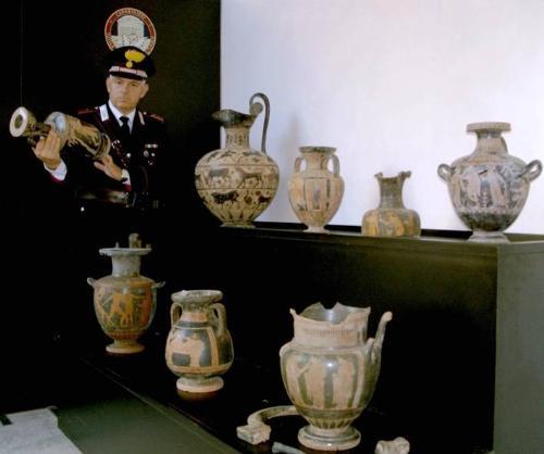 Carabinieri denunciano pataccaro di reperti archeologici falsi