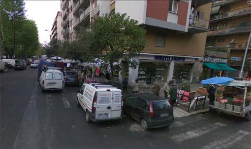Marciapiedi occupati dalle Bancarelle in X Municipio