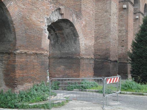 L'Acquedotto Alessandrino minacciato dall'incuria