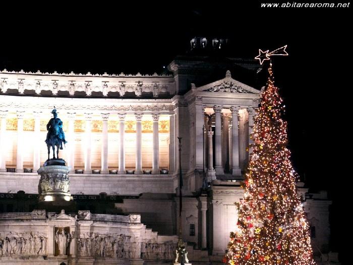 Roma, Alemanno e De Lillo 'accendono' l'albero di Piazza Venezia