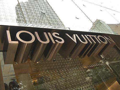 Louis Vuitton assume - 500 x 375  129kb  jpg