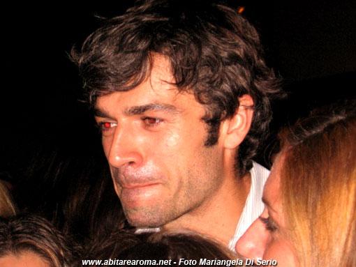Luca Argentero si mette a nudo a Notti di Cinema a piazza Vittorio