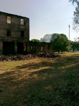 Il Casale delle carrozze in X Municipio brucia ancora
