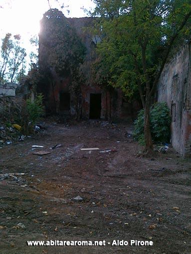 Tolti i rifiuti al Casale delle Carrozze in Decimo Municipio