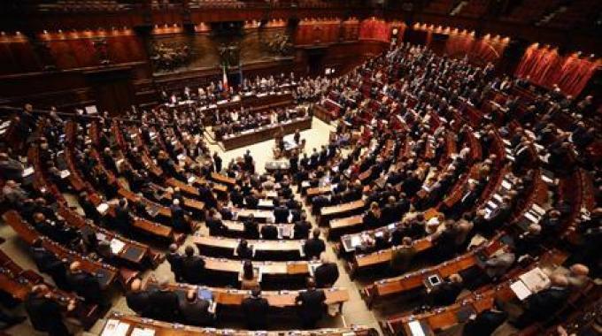 Decreto salva roma oggi si vota fiducia for Oggi in parlamento