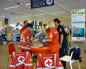 Porta di roma bimba di 13 mesi salvata da un volontario della croce rossa - Ikea roma porta di roma roma ...