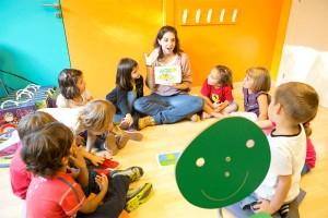 Insegnante Kids & Us con bambini
