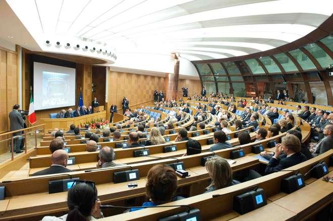 Alla camera dei deputati il convegno giudici senza limiti for Funzioni della camera dei deputati