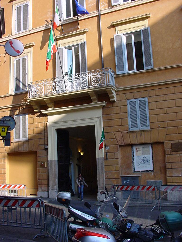 Ex sede forza italia in via dell 39 umilt ceduta per for Deputati di forza italia