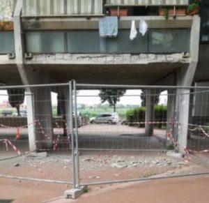 Case Ater Morandi caduta calcinacci
